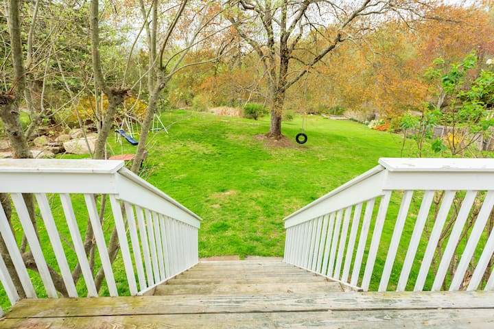 stairs leading down from deck to yard