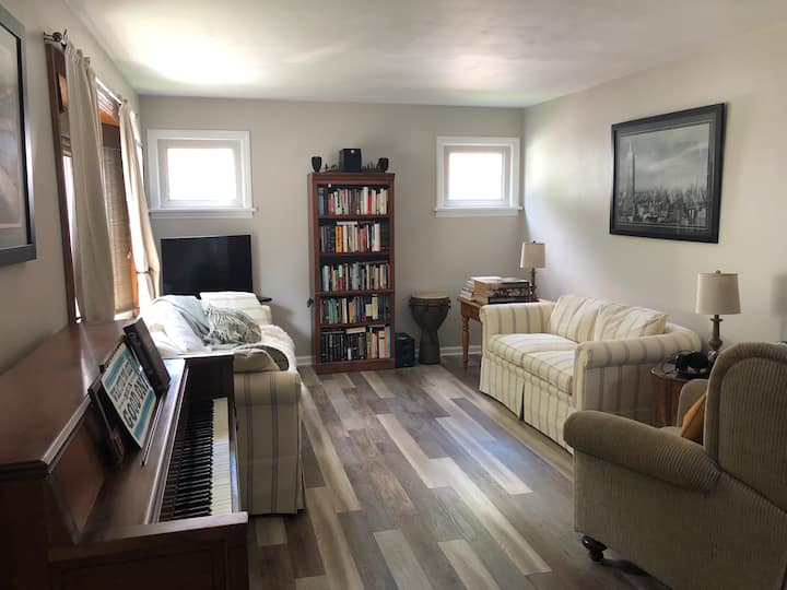 Quiet, clean room - close to everything (Bedroom2)