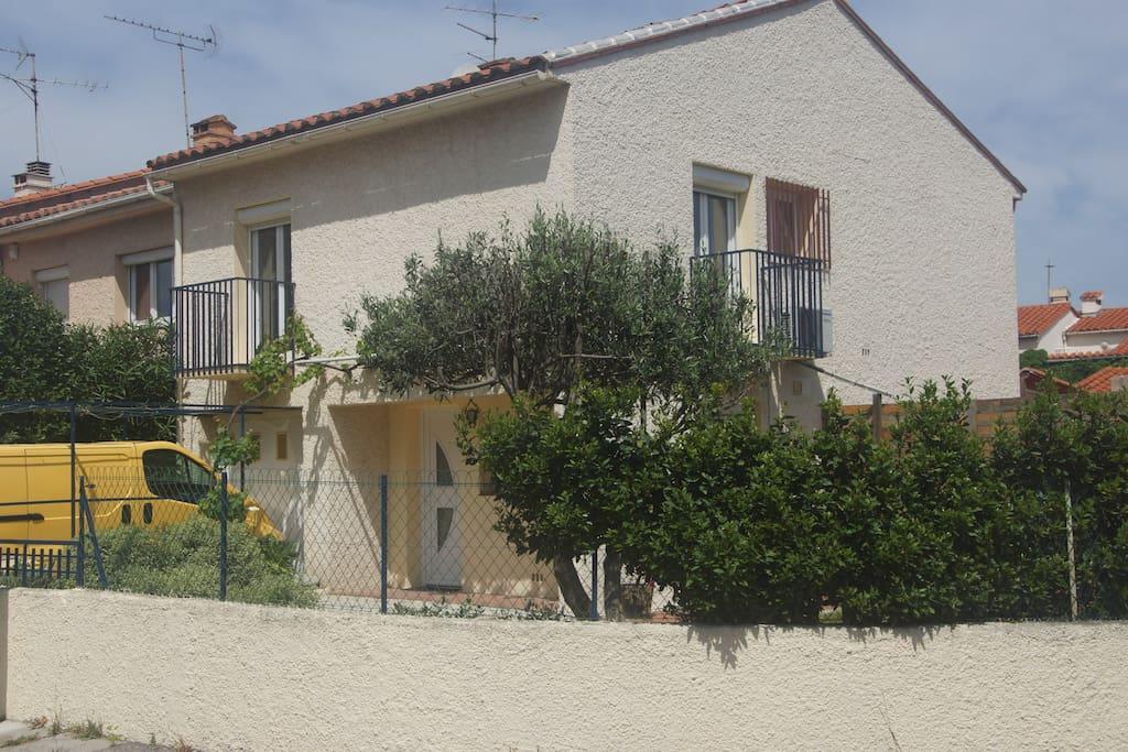 Maison 110m2 avec grand jardin maisons louer - Jardin maison contemporaine perpignan ...