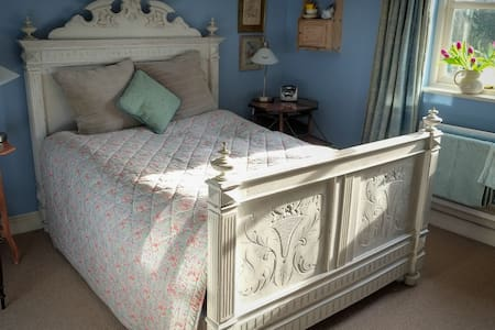 Lovely room in  pretty 18th cottage - Talgarth - Bed & Breakfast