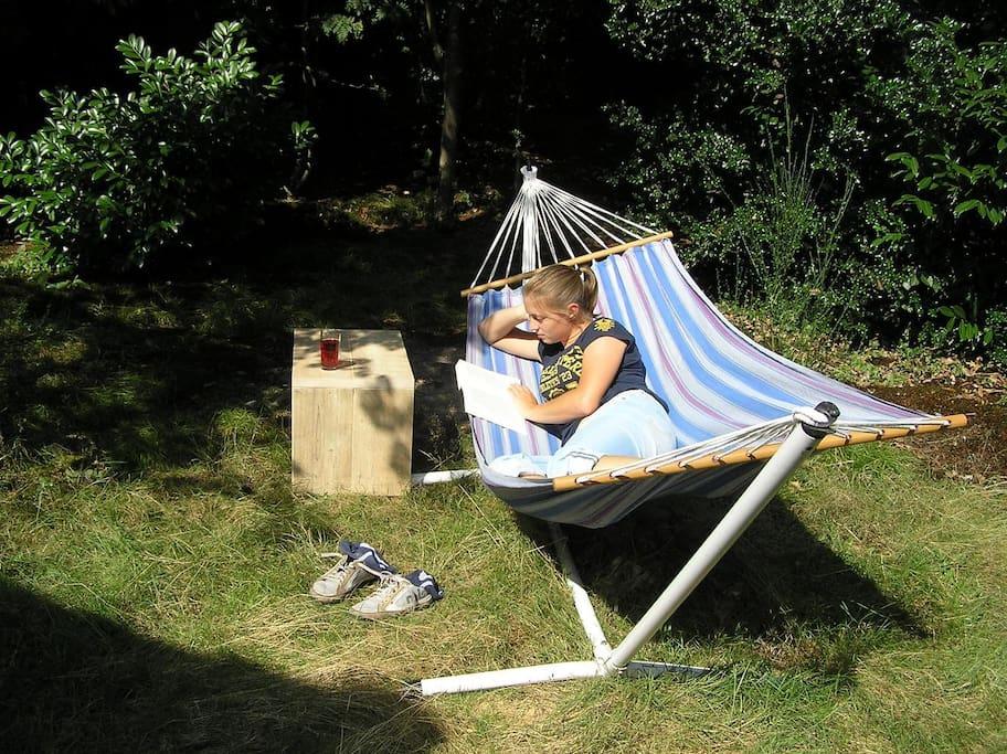 relaxen in een hoekje van de gastentuin