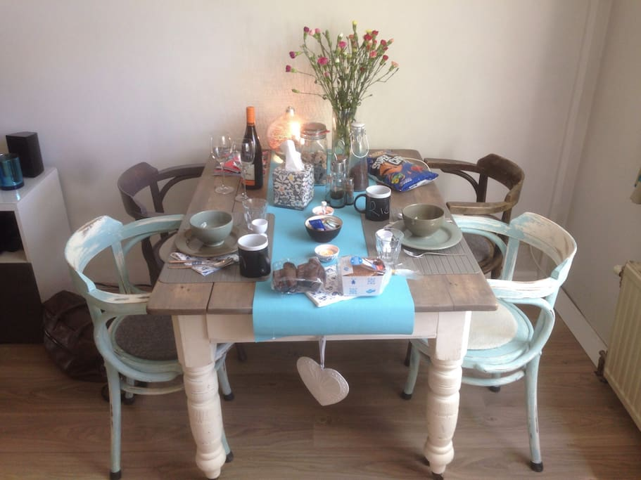 Cosy dining table for 4 people