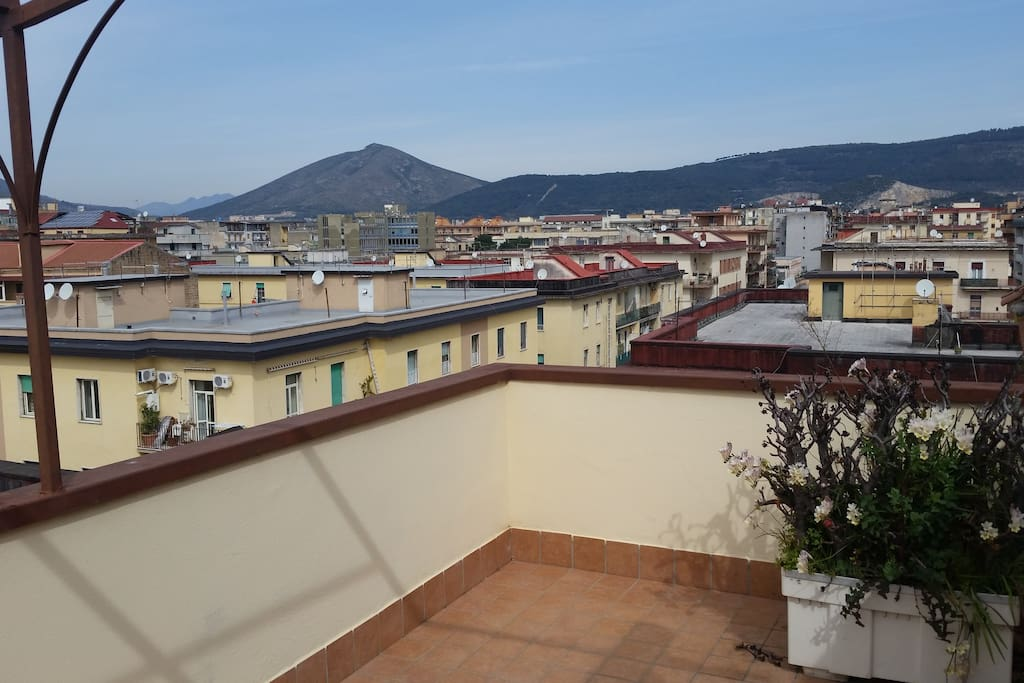 il terrazzo con vista sulla Reggia e sui monti