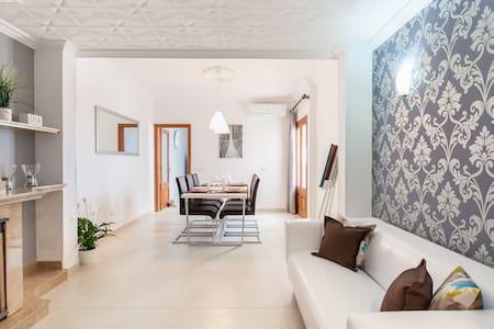 Family holiday house with parking - Santa Margalida - Ev