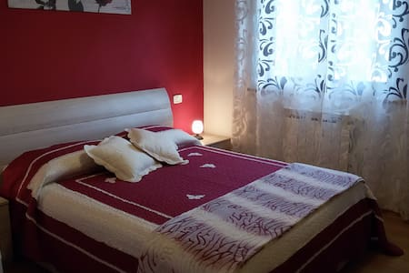 B&B Girasoli_Suite matrimoniale - Mozzano - Bed & Breakfast
