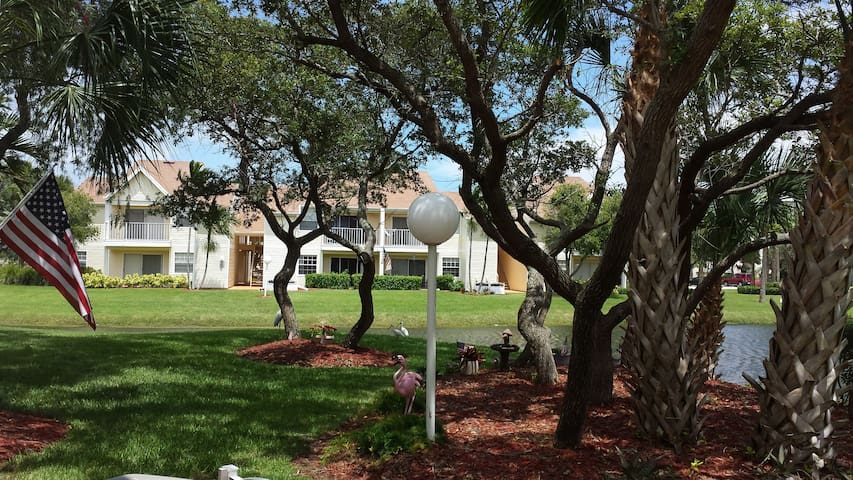 Walk to Beach from Luxury Condo - Indialantic