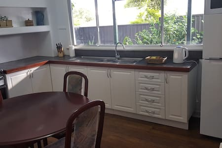 House Close to Airport and City - Redcliffe - House