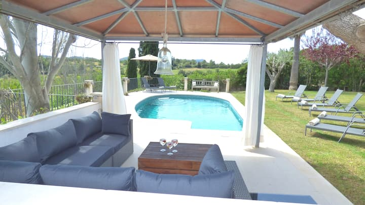Villa for 8 people with pool and gym in Palma