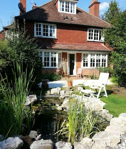 Room 2 in Rosemead Guest House - Claygate - Bed & Breakfast - 1
