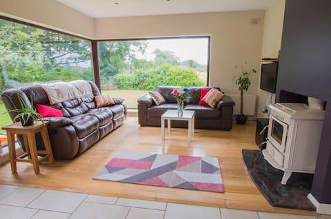 Casa espaçosa ao lado de Strandhill & Sligo