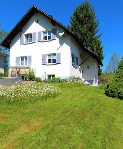 Großes Haus mit Garten nahe Bregenz - Buch - House