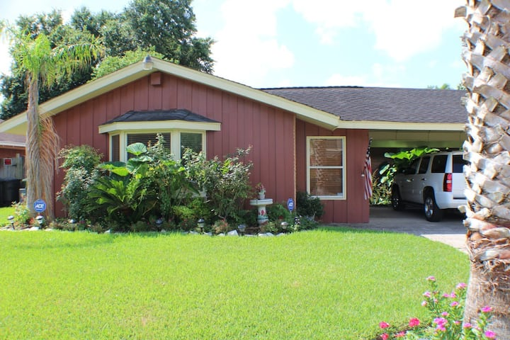 Charming Bungalow - Newly Renovated