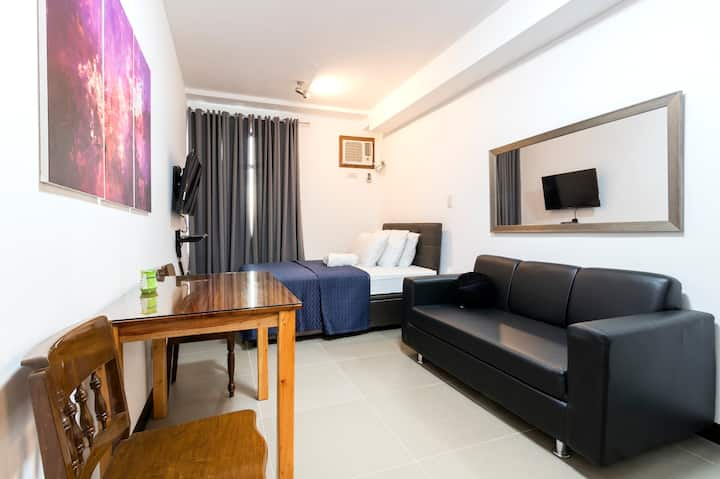 Studio unit in Cubao 2 with wifi and netflix