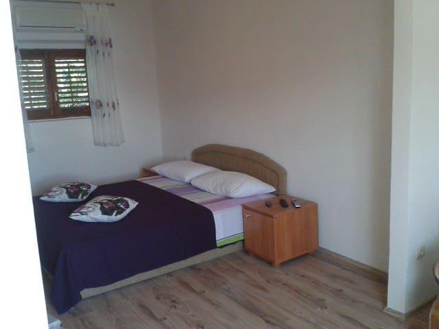 Beautiful sunny apartment - Omiš - Apartamento