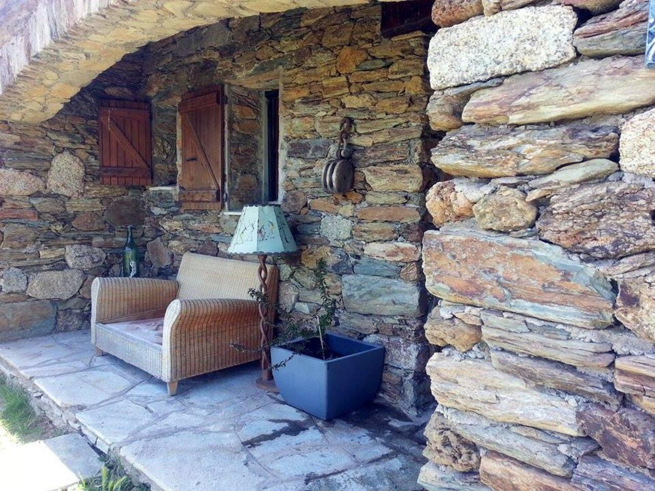 Une charmante maison en pierre/ A charming stone house
