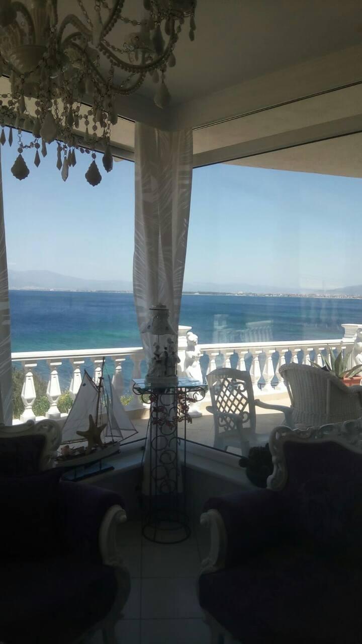 Muhteşem deniz manzaralı villa