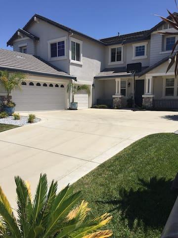 3400 sqft house 5Bd / 3 Bth