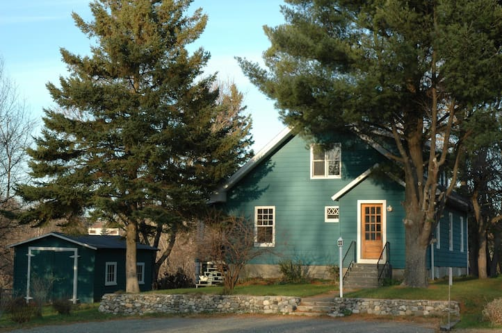 LOVELY 100 yr-old cottage (MONTHLY)