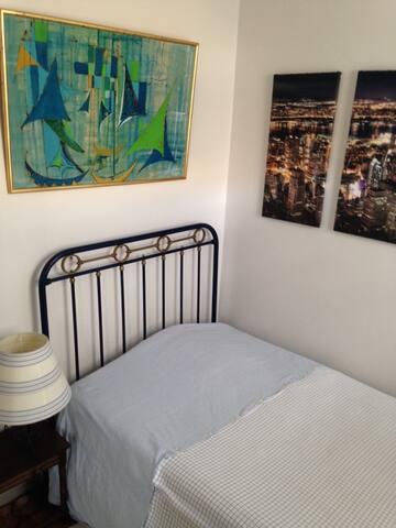 Chambre simple dans maison (Gare)