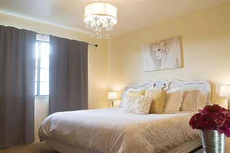 Romantic Farmstay Sunshine Bedroom - Paso Robles - Bed & Breakfast