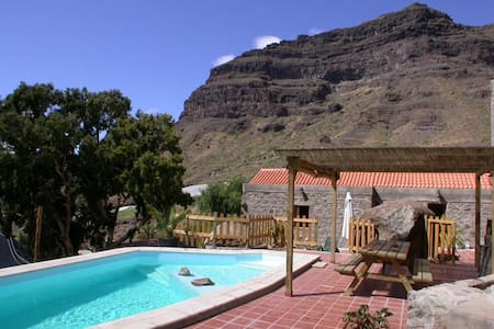 Traditional villa with private pool - Tasarte