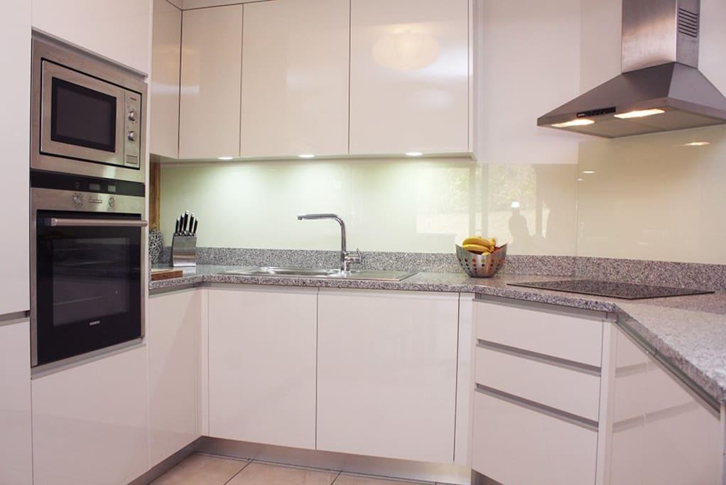 Granite worktop. Neff appliances, microwave, halogen hob, large fridge freezer