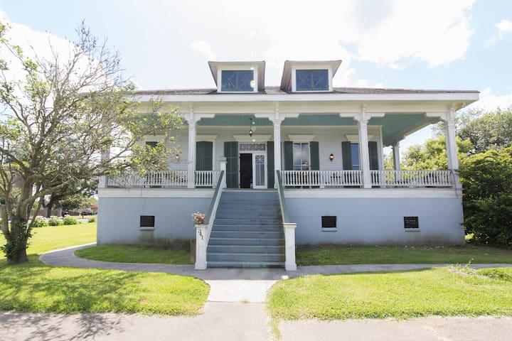 Historic Plantation Style Home - Arabi - Dom
