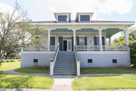 Historic Plantation Style Home - Arabi
