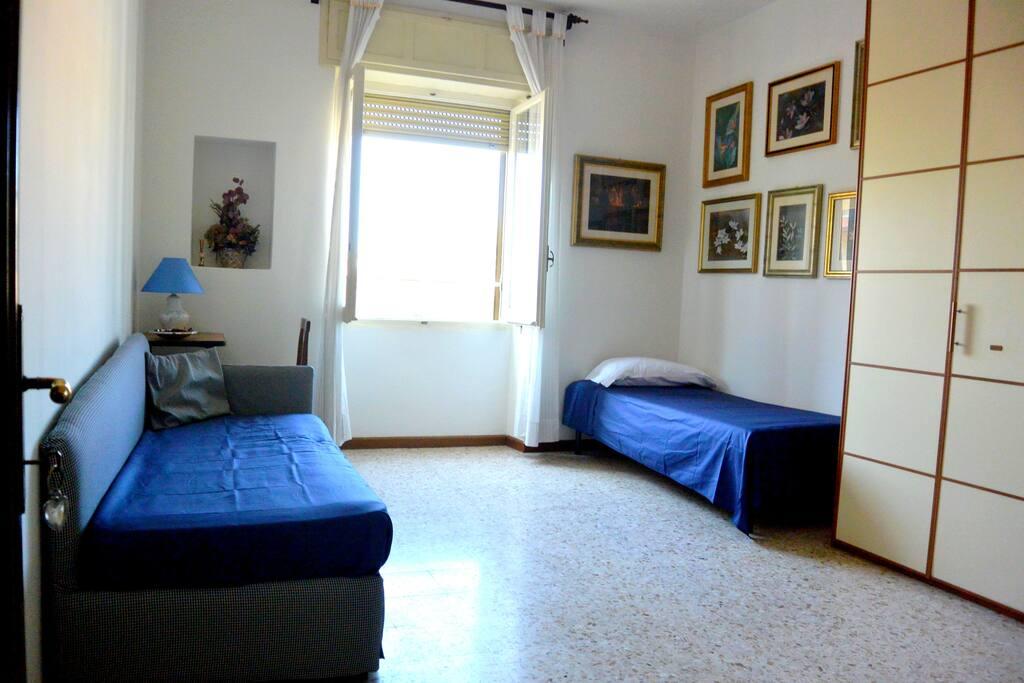 Ampia stanza panoramica di 18 mq 2/3 posti letto, con bagno privato