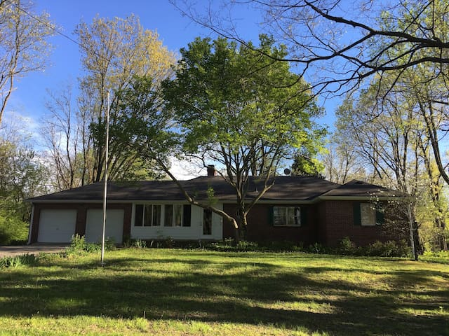 Updated 3-bedroom Ranch Home in NW Indy - Indianapolis - Casa