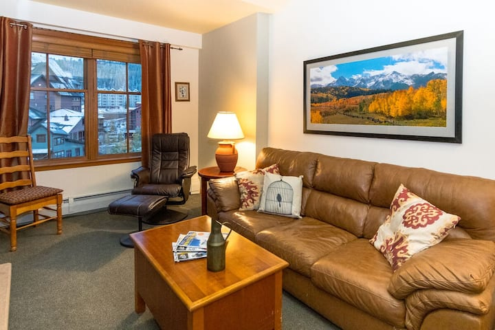 Condo w/ Views! | Ski In / Ski Out | Walk Out To Shops & Happy Hour
