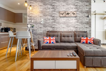 Sophisticated Contemporary Studio Close to the Putra Station