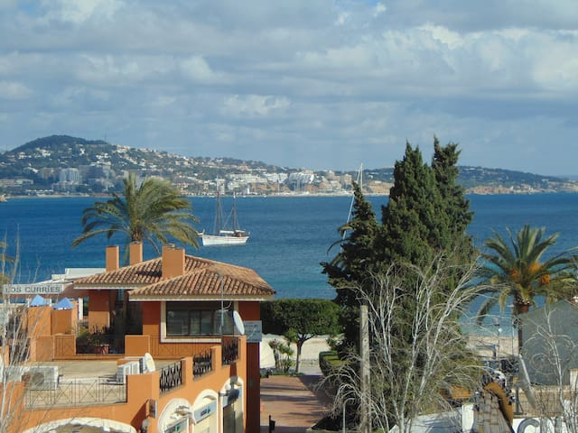 2 bedroom apartment with sea views! - Palmanova