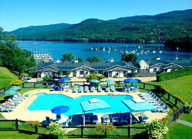 RESORT with a VIEW, POOL, private BEACH, TENNIS - Mont-Tremblant - Apartment