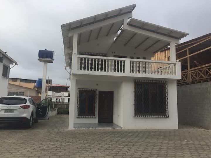 Hermosa casa cerca a la playa..4 dormitorios