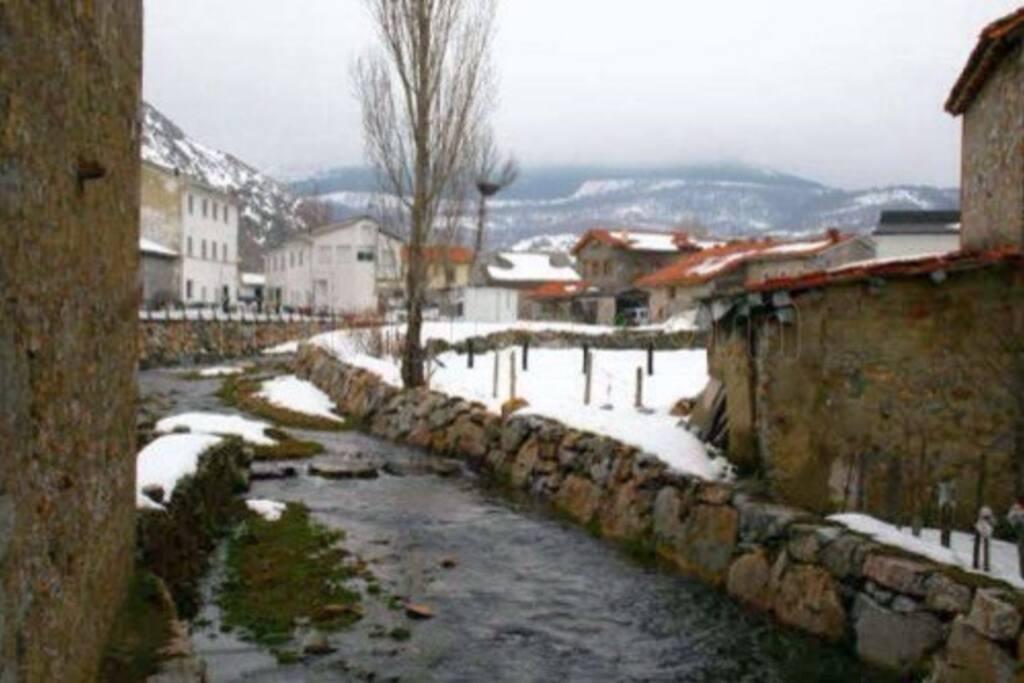 vista del pueblo en invierno