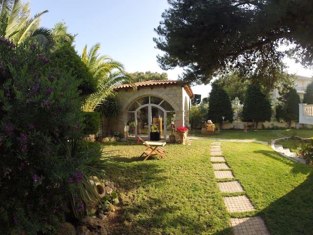 Villa 350 square metres with garden - Anavyssos - Huis