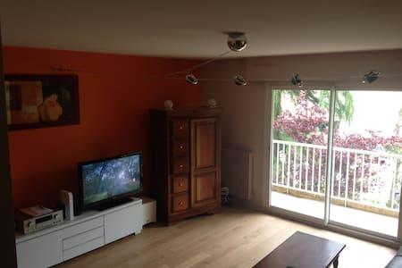 Chambre dans appartement sympa et ensoleillé - Cran-Gevrier - Wohnung