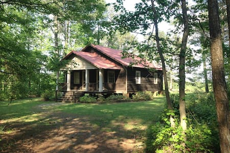 Charming Railroad Cottage in Woods - Athena