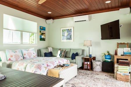 Luxury Beach House Pool House Entire Home