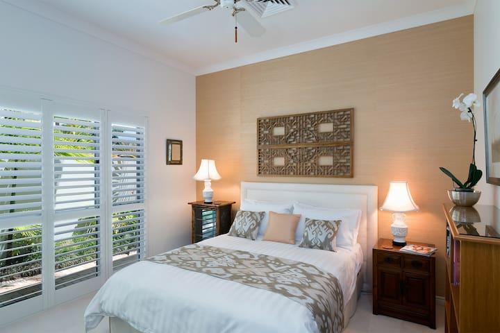 Queen Bedroom - Full resolution