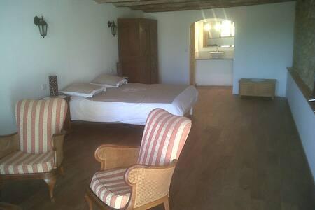 chambre à la ferme au milieu des lavandes - Valensole