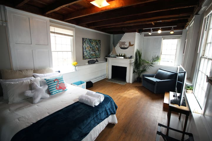 SANITIZED! 2BR-Large Apartment in Downtown Mystic