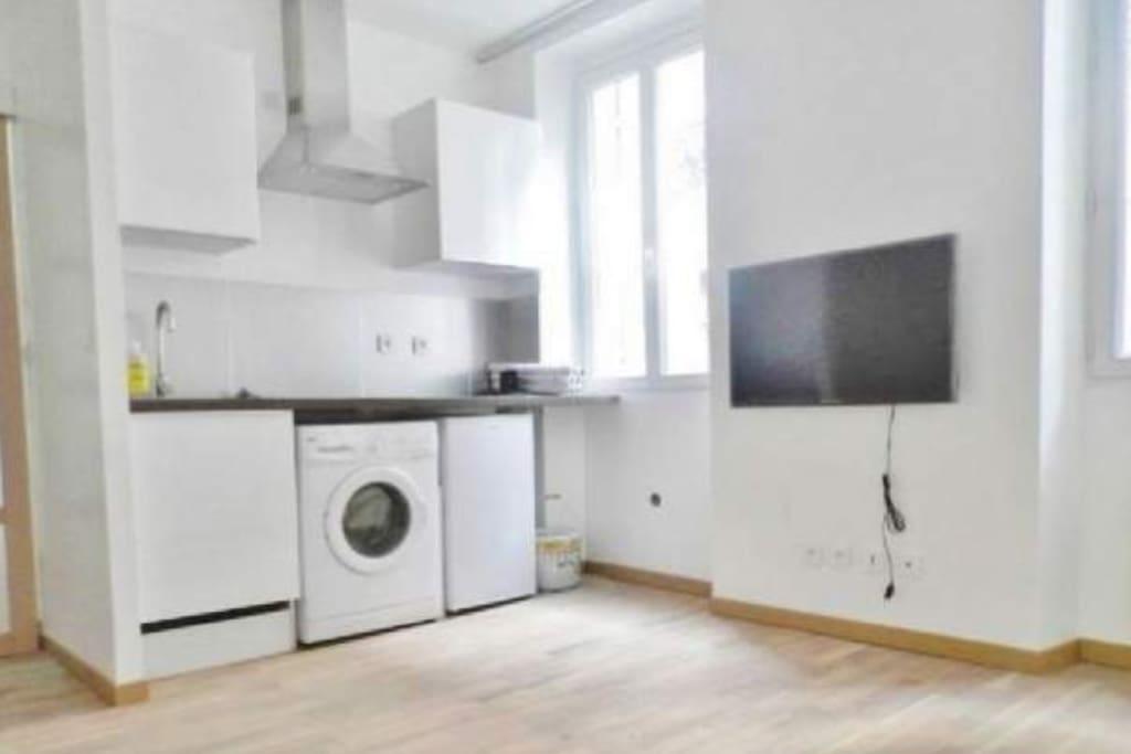 bienvenue chez vous joli t2 meubl apartments for rent in marseille provence alpes c te d. Black Bedroom Furniture Sets. Home Design Ideas