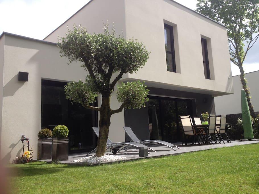 Maison contemporaine 10 min nantes houses for rent in for Maison contemporaine nantes