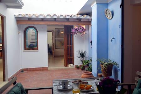 Bonita casa a 30m del mar - S'Illot - Huis