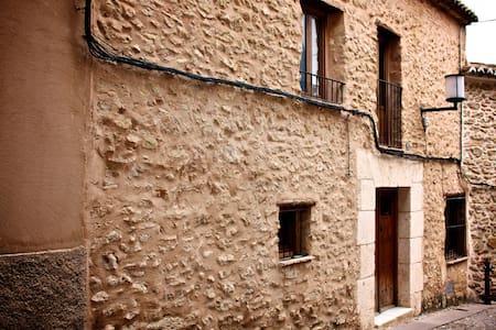 Casa mediaval en el centro historico - Bocairent