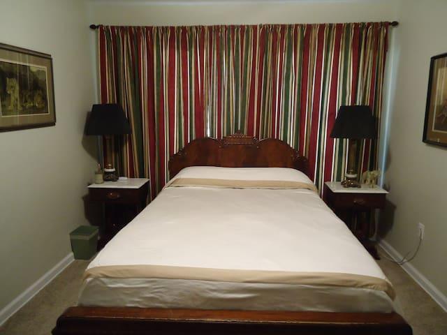 Twin Oaks room #2 - Live Oak - Huis