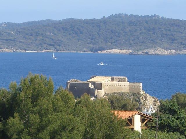 Studio , calme site protégé vue mer - Hyères