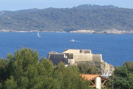 Studio , calme site protégé vue mer - Hyères - Haus